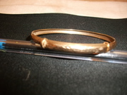 9ct yellow gold bangle (engraved design)